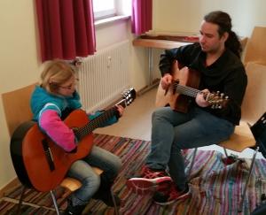 und ein schönes Gitarrenduo